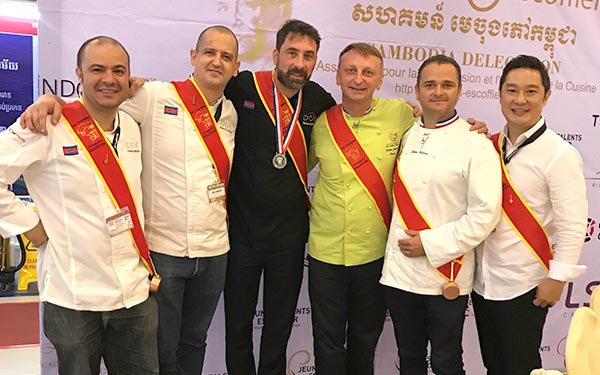 Cambodge équipe des disciples escoffier - Frederic Jaunault Meilleur Ouvrier France Primeur Fruits Legumes