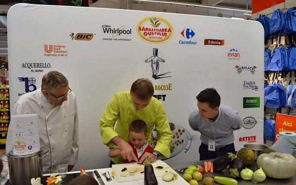 Roumanie Démonstration Culinaire École Orphelinat - Frederic Jaunault MOF Primeur Fruits Legumes